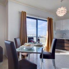 Отель Modern Apt Overlooking Green Area Каура комната для гостей фото 4