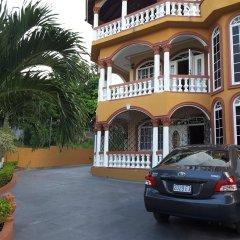 Отель Cazwin Villas Ямайка, Монтего-Бей - отзывы, цены и фото номеров - забронировать отель Cazwin Villas онлайн парковка