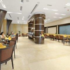 Отель Al Majaz Premiere Hotel Apartment ОАЭ, Шарджа - 1 отзыв об отеле, цены и фото номеров - забронировать отель Al Majaz Premiere Hotel Apartment онлайн питание фото 2