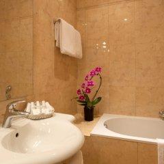 Отель Amarante Beau Manoir Франция, Париж - 14 отзывов об отеле, цены и фото номеров - забронировать отель Amarante Beau Manoir онлайн ванная фото 2
