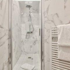Отель 62 - Luxury Flat Champs-Elysées 1G Франция, Париж - отзывы, цены и фото номеров - забронировать отель 62 - Luxury Flat Champs-Elysées 1G онлайн ванная