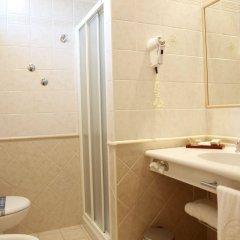 Отель San Clemente Римини ванная