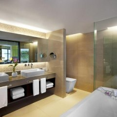 Отель Le Meridien Phuket Beach Resort 4* Улучшенный люкс с различными типами кроватей фото 2
