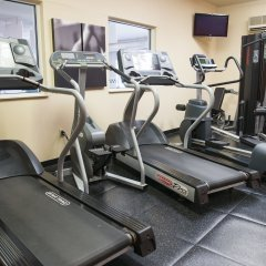 Отель Country Inn & Suites Effingham фитнесс-зал фото 2