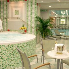 Отель Danubius Health Spa Resort Butterfly бассейн