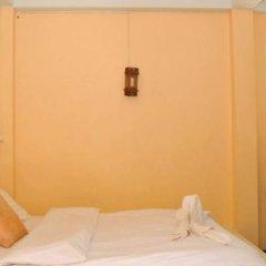 Отель Sarin Guesthouse сейф в номере