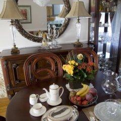 Отель Serenity Bed and Breakfast Канада, Бурнаби - отзывы, цены и фото номеров - забронировать отель Serenity Bed and Breakfast онлайн питание фото 3