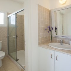 Отель Mimosa Seafront Villa Кипр, Протарас - отзывы, цены и фото номеров - забронировать отель Mimosa Seafront Villa онлайн ванная