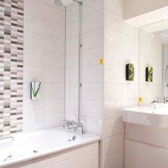 Отель Premier Inn Edinburgh City Centre (York Place) Великобритания, Эдинбург - отзывы, цены и фото номеров - забронировать отель Premier Inn Edinburgh City Centre (York Place) онлайн ванная