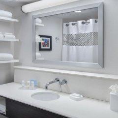 Отель Hampton Inn NY-JFK Jamaica-Queens США, Нью-Йорк - 1 отзыв об отеле, цены и фото номеров - забронировать отель Hampton Inn NY-JFK Jamaica-Queens онлайн ванная фото 2