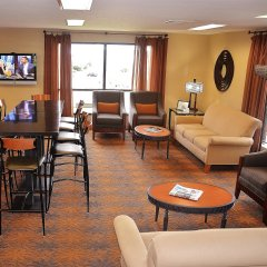 Отель Best Western Inn & Conference Center гостиничный бар