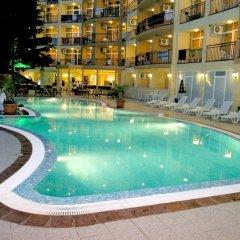 Luna Hotel бассейн