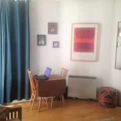 Отель Spacious Studio Apartment in Portobello Road Великобритания, Лондон - отзывы, цены и фото номеров - забронировать отель Spacious Studio Apartment in Portobello Road онлайн комната для гостей