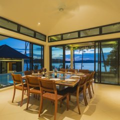 Отель Luxury Beach Front Noble House Villa в номере