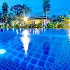 Отель Perennial Resort бассейн