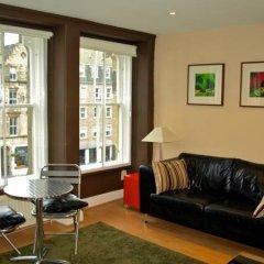 Апартаменты Greyfriars Apartments - Parliament Square Эдинбург комната для гостей фото 2
