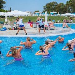 Отель TUI Family Life Kerkyra Golf Греция, Корфу - отзывы, цены и фото номеров - забронировать отель TUI Family Life Kerkyra Golf онлайн бассейн