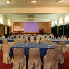 Отель Dhulikhel Lodge Resort Непал, Дхуликхел - отзывы, цены и фото номеров - забронировать отель Dhulikhel Lodge Resort онлайн помещение для мероприятий