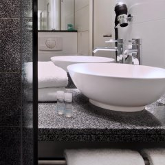 Отель Motel One Köln-mediapark Кёльн ванная