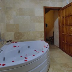Jerveni Cave Hotel ванная