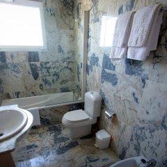 Hotel Alpina Вильянуэва-де-Ароса ванная фото 2