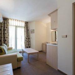 Апартаменты One Bedroom Apartment with Balcony комната для гостей фото 4