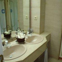 Отель Gran Meliá Colón - The Leading Hotels of the World Испания, Севилья - отзывы, цены и фото номеров - забронировать отель Gran Meliá Colón - The Leading Hotels of the World онлайн ванная