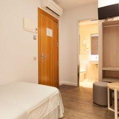 Отель Hostal Fernando Испания, Барселона - отзывы, цены и фото номеров - забронировать отель Hostal Fernando онлайн удобства в номере фото 2