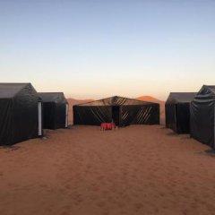 Отель Camp Under Stars - Adults Only Марокко, Мерзуга - отзывы, цены и фото номеров - забронировать отель Camp Under Stars - Adults Only онлайн парковка