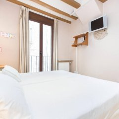Отель AinB Gothic-Jaume I Apartments Испания, Барселона - 3 отзыва об отеле, цены и фото номеров - забронировать отель AinB Gothic-Jaume I Apartments онлайн комната для гостей фото 3