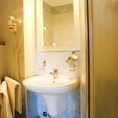 Отель Albergo Garisenda Италия, Болонья - отзывы, цены и фото номеров - забронировать отель Albergo Garisenda онлайн ванная