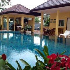 Отель Pius Place бассейн