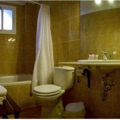 Отель Bari Испания, Кониль-де-ла-Фронтера - отзывы, цены и фото номеров - забронировать отель Bari онлайн ванная
