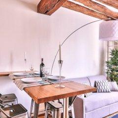 Апартаменты Amazing Apartment Close to Notre Dame Париж в номере