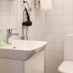 Отель Wehost Pieni Roobertinkatu 13 Хельсинки ванная фото 2