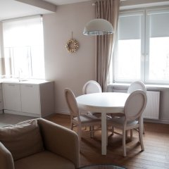 Апартаменты Bonifraterska Studio for 4 (A9) комната для гостей