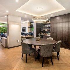 Отель 3 Bedroom Apartment With Garden in Knightsbridge Великобритания, Лондон - отзывы, цены и фото номеров - забронировать отель 3 Bedroom Apartment With Garden in Knightsbridge онлайн питание фото 2