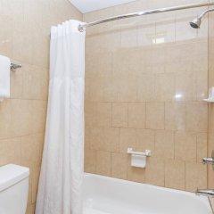 Отель Travelodge by Wyndham Sylmar CA США, Лос-Анджелес - отзывы, цены и фото номеров - забронировать отель Travelodge by Wyndham Sylmar CA онлайн ванная