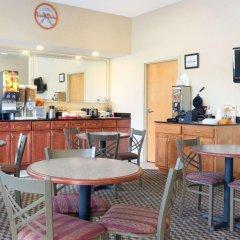 Отель Howard Johnson by Wyndham University of Alabama Tuscaloosa гостиничный бар