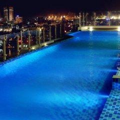 Отель Cinnamon RED Colombo Шри-Ланка, Коломбо - отзывы, цены и фото номеров - забронировать отель Cinnamon RED Colombo онлайн бассейн
