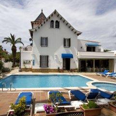 Hotel Capri бассейн