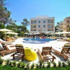 Отель Sandy Beach Resort Албания, Голем - отзывы, цены и фото номеров - забронировать отель Sandy Beach Resort онлайн бассейн фото 2