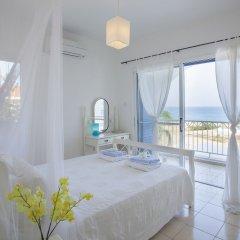 Отель Mimosa Seafront Villa Кипр, Протарас - отзывы, цены и фото номеров - забронировать отель Mimosa Seafront Villa онлайн комната для гостей