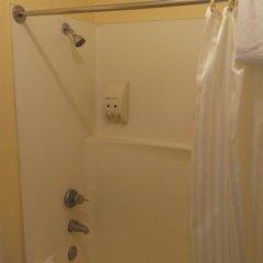 Отель Budget Inn Motel США, Сан-Габриел - отзывы, цены и фото номеров - забронировать отель Budget Inn Motel онлайн ванная