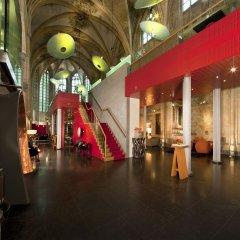 Отель Kruisherenhotel Maastricht Маастрихт гостиничный бар