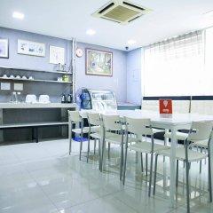 Отель OYO Rooms Jalan Petaling Малайзия, Куала-Лумпур - отзывы, цены и фото номеров - забронировать отель OYO Rooms Jalan Petaling онлайн питание фото 2