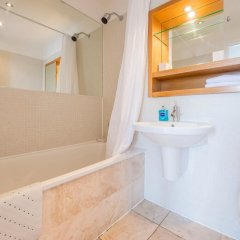 Апартаменты 2 Bedroom Loft Apartment With City View ванная фото 2