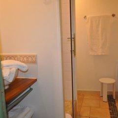 Отель Château de Bessas Gîtes ванная фото 2