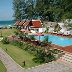 Отель Royal Lanta Resort & Spa бассейн фото 4