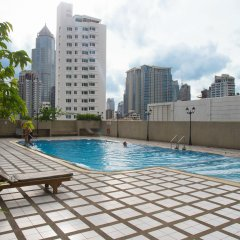 Отель Omni Tower Syncate Suites Бангкок бассейн
